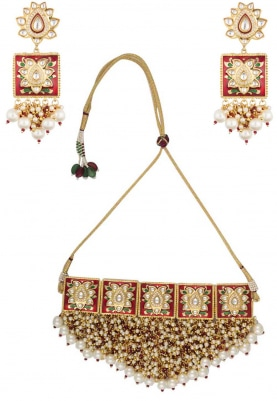 Gold Finish Kundan Studded and Pearl Bunch Necklace Set
