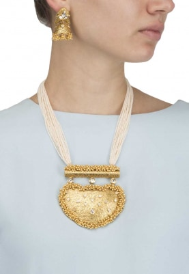 Gold Finish Textured Enamelled Pendant with Pearl Necklace Set