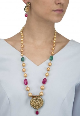 Gold Finish Kundan Studded Pendant In Beads String Necklace Set