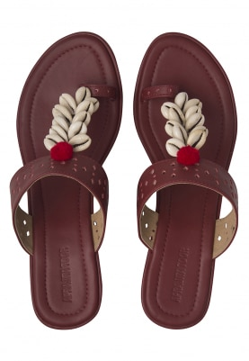 Maroon and White Shells Crafted Sadaf Kolhapuri Wedges